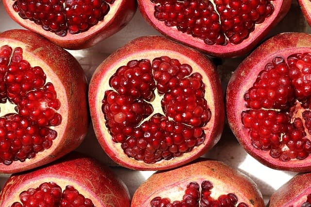 pomegranate for healthy lips